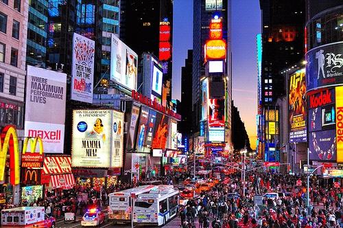 Pertumbuhan ekonomi AS banyak dipengaruhi oleh pola konsumerisma warganya.