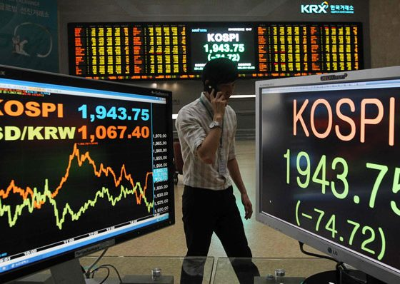 Bursa saham melemah, tertekan oleh hasil rugi di Wall Street.