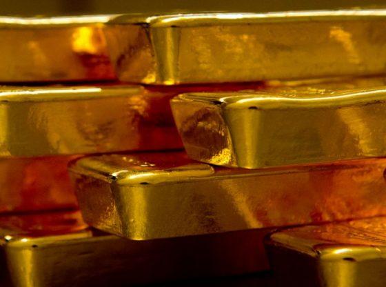 Harga emas tertekan dengan penguatan Dolar AS dan Imbal Obligasi AS