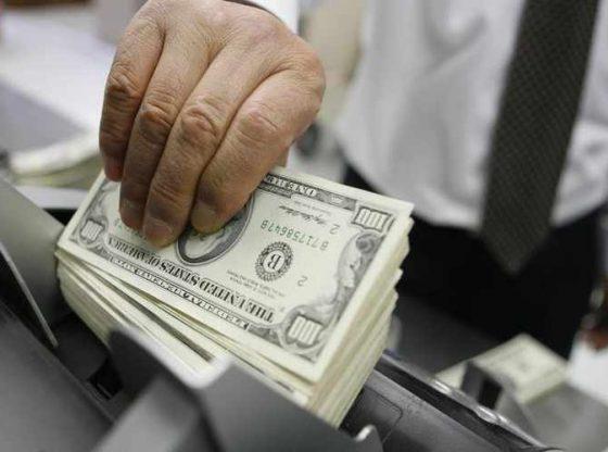 Memegang uang tunai saat ini sangat penting, ditengah ketidak pastian Wall Street.