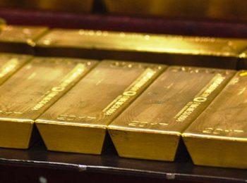 Harga emas turun oleh penguatan Dolar AS paska data ekonomi AS yang solid.