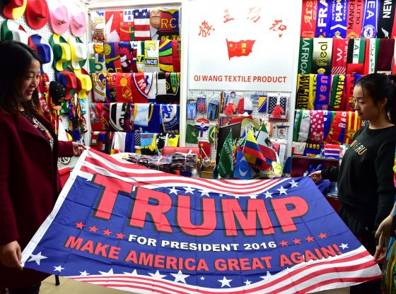 Perang-Dagang-Bendera-Kampanye-Donald-Trump-dalam-Pilpres-2016-buatan-Cina-Gettyimages