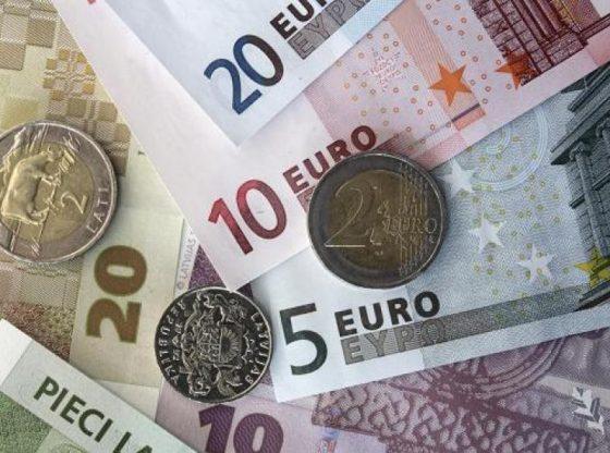 Dolar AS menguat atas mata uang lainnya, meski akhirnya terbatasi oleh sentimen domestik.