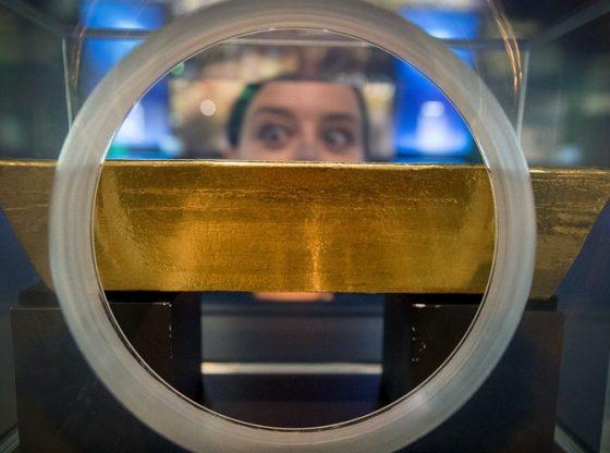 Harga emas terkoreksi tipis setelah investor melakukan aksi risk appetite. (Lukman Hqeem)