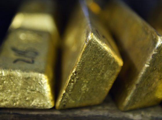 Harga emas naik secara moderat, setelah Dolar AS tertahan dan bergerak datar. (Lukman Hqeem/Foto Istimewa).