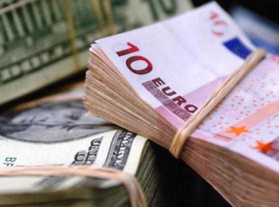 Euro masih tertekan oleh penguatan Dolar AS